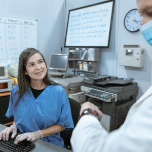 administrativo en clínica